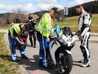 Polizei kontrolliert Motorradfahrer im Schwarzwald