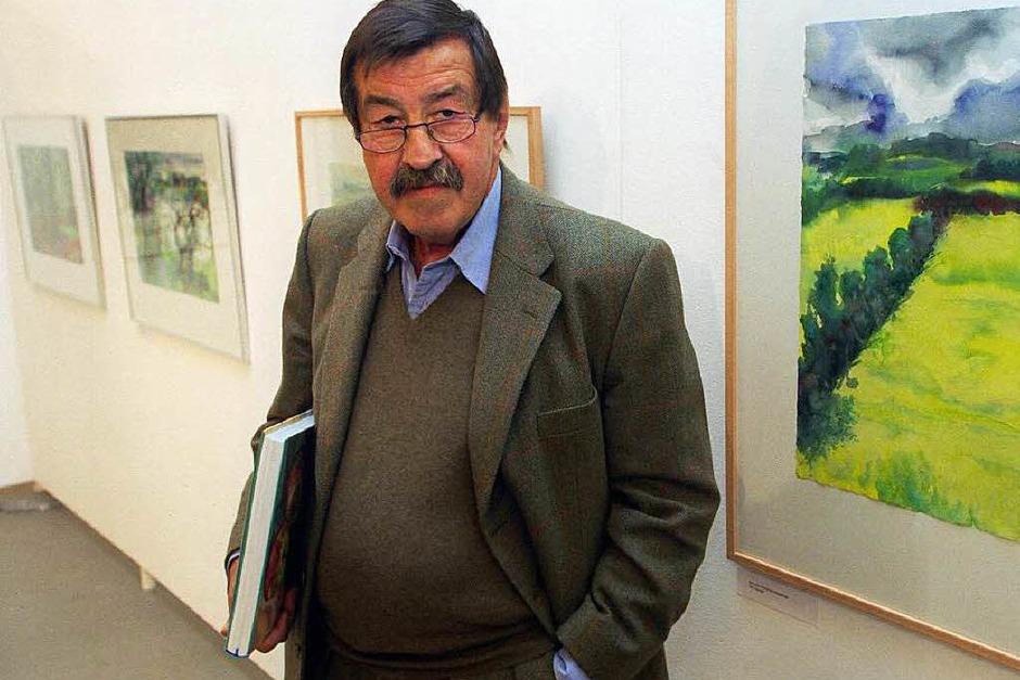 Günter Grass steht am 27.11.1997 vor neuen von ihm geschaffenen Aquarellen in der Hamburger Freien Akademie der Künste. (Foto: dpa)