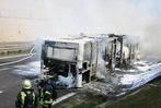 Fotos: Auf der A98 bei L�rrach ist ein Linienbus ausgebrannt
