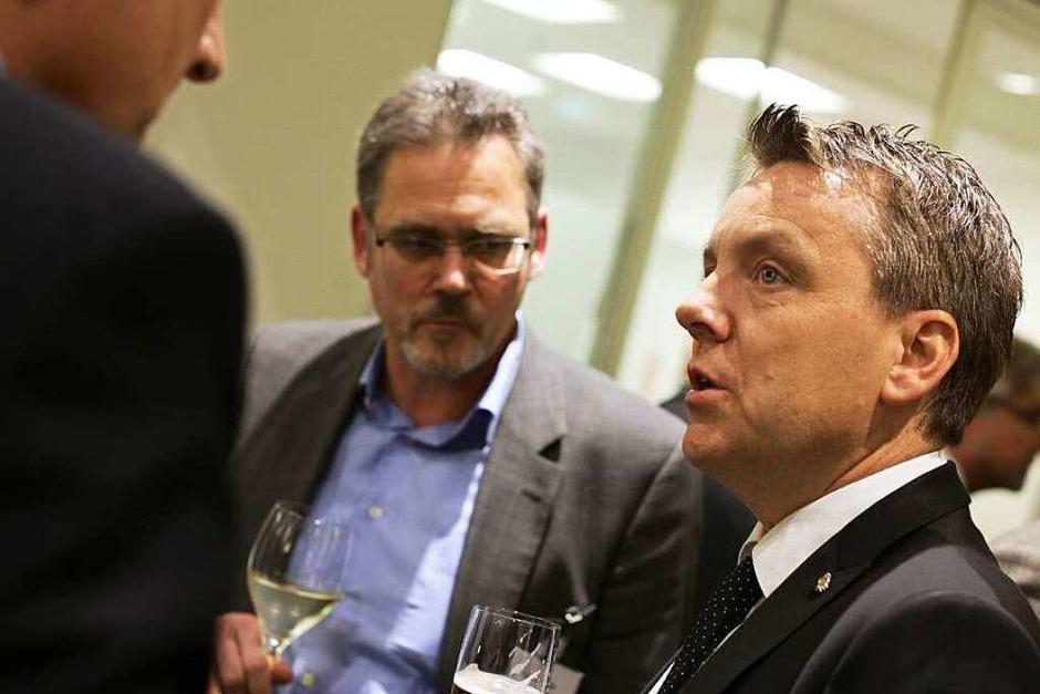 BZ-Anzeigenleiter Ralph Strickler (Mitte) und BZ-Vertriebsleiter Thomas Zehnle (Foto: Breithaupt)
