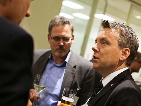 BZ-Anzeigenleiter Ralph Strickler (Mitte) und BZ-Vertriebsleiter Thomas Zehnle