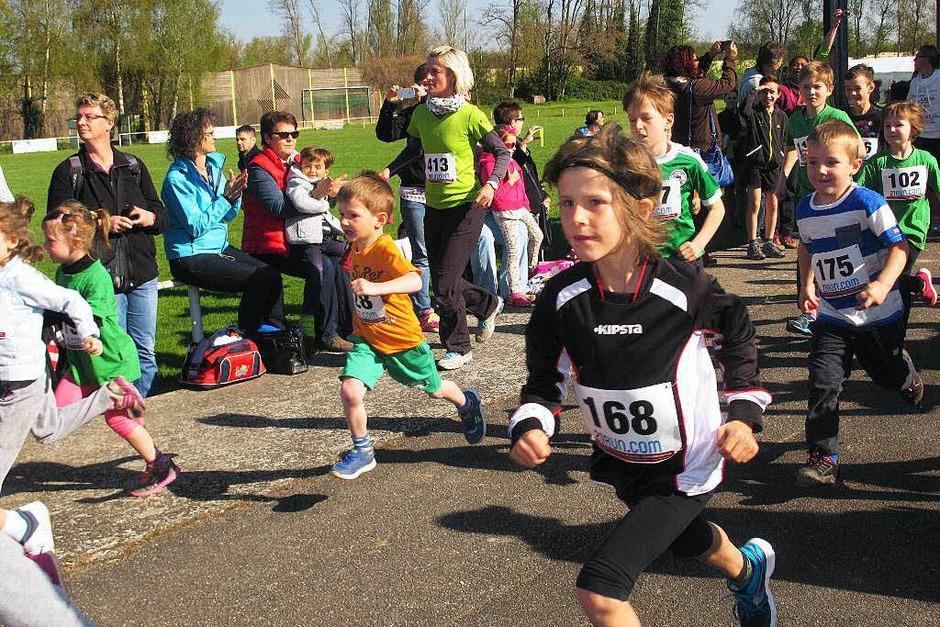 Fast 70 Kinder starteten beim Bambinilauf über 1,2 km. (Foto: Jutta Schütz)