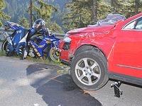 Unfall bei Bonndorf: Zwei Motorr�der rasen in ein Auto