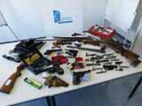 Ehepaar in Südbaden baut illegal Waffen zusammen