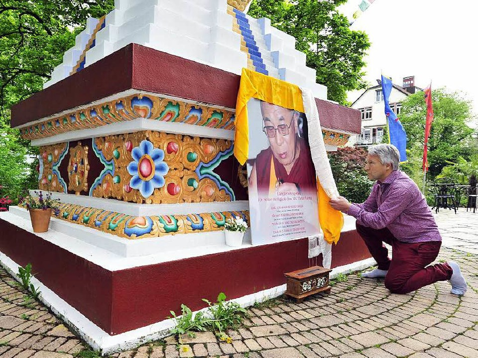 Wilfried Pfeffer vom Tibet Kailash Hau...ern der Erdbeben-Katastrophe in Nepal.  | Foto: Thomas Kunz