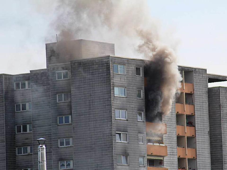 brand in hochhaus feuerwehr rettet 6 menschen emmendingen badische zeitung. Black Bedroom Furniture Sets. Home Design Ideas