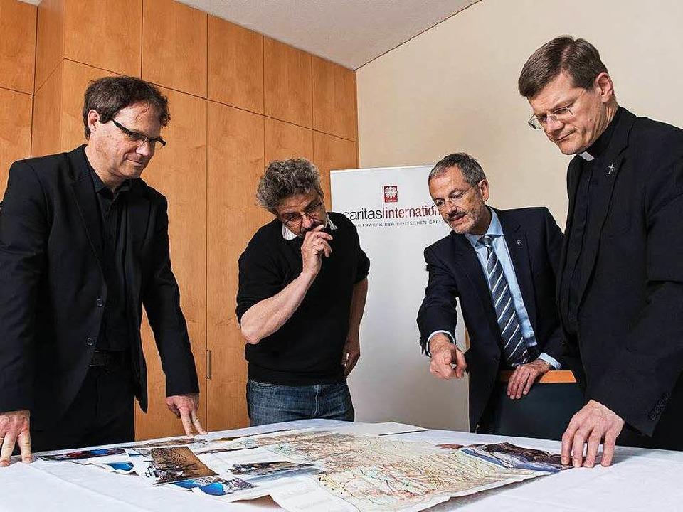 Hilfe für Nepal: Oliver Müller (Leiter...Erzbischof Stephan Burger (von links).  | Foto: Erzdiözese Freiburg