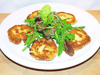 Schnitzelsalat f�r Vegetarier: Gebratene K�setaler