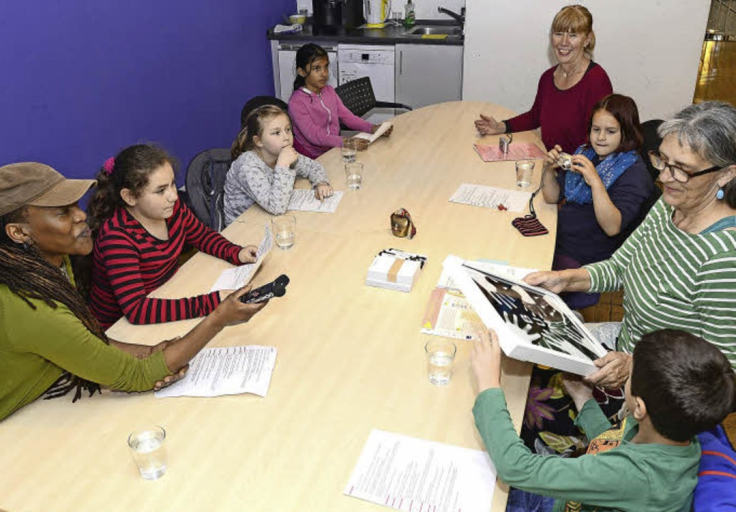Kleine und große Reporter am großen Konferenztisch   | Foto: Ingo Schneider
