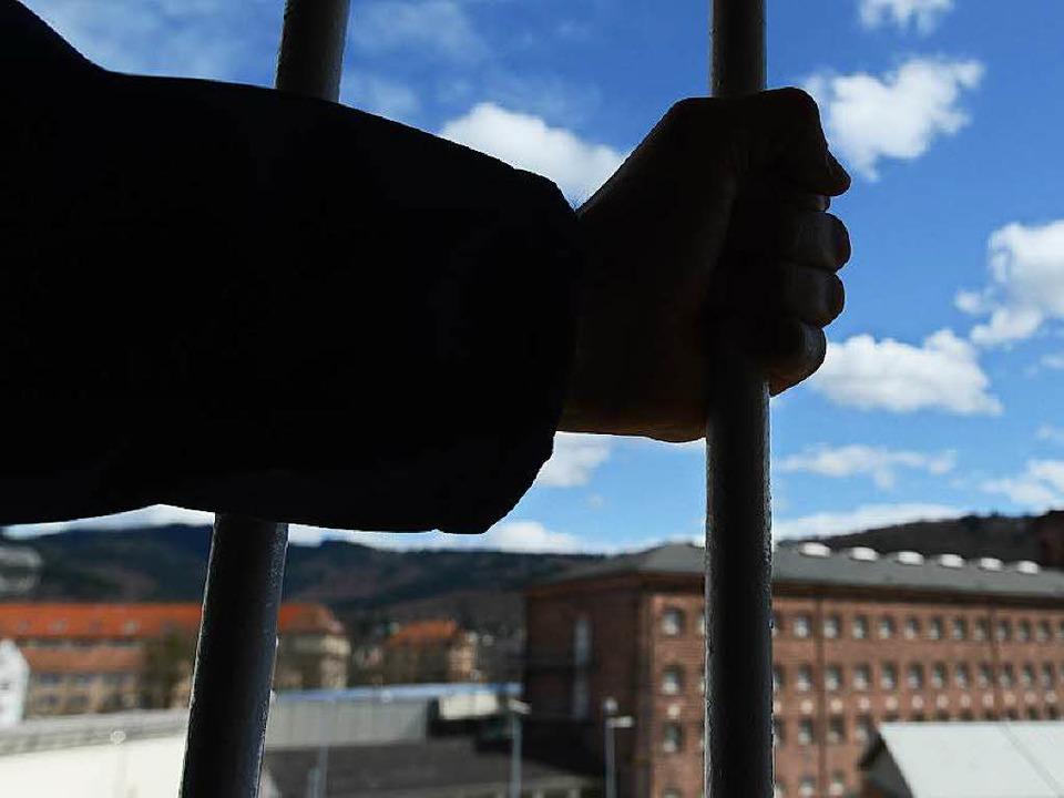Die JVA Freiburg, Schauplatz eines Mac...hen Insassen und der Gefängnisleitung.    Foto: dpa