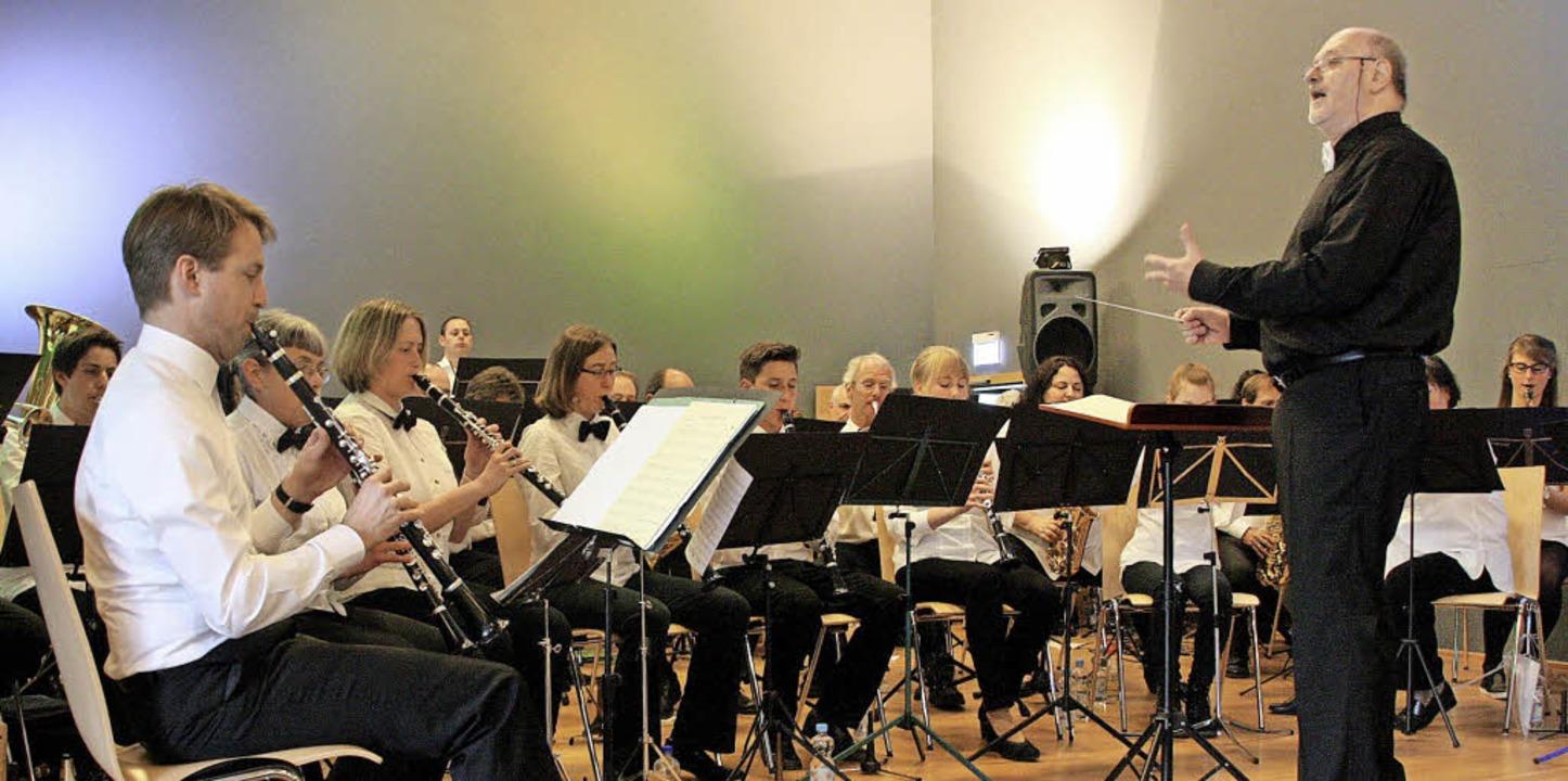Unter der Leitung ihres Dirigenten Wil...us mehr als 50 Jahren Filmgeschichte.   | Foto: Hans Jürgen Kugler