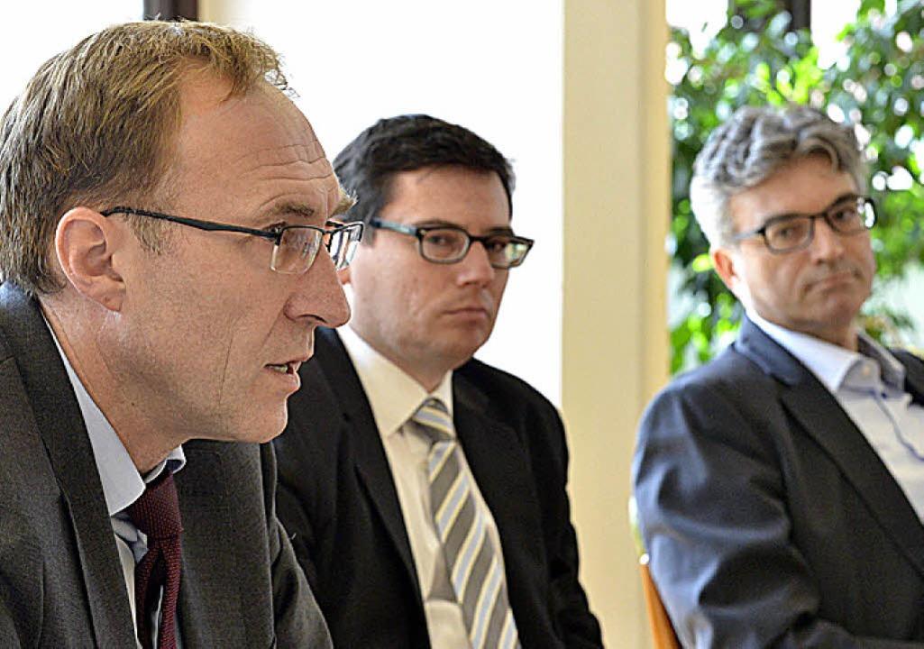 Baubürgermeister Martin Haag, SC-Vorst...ki und OB Dieter Salomon (von links).   | Foto: Michael Bamberger