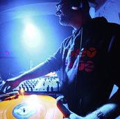 """Neue Reihe """"Mo' Funk"""" mit Quincy Jointz in Schmitz Katze"""