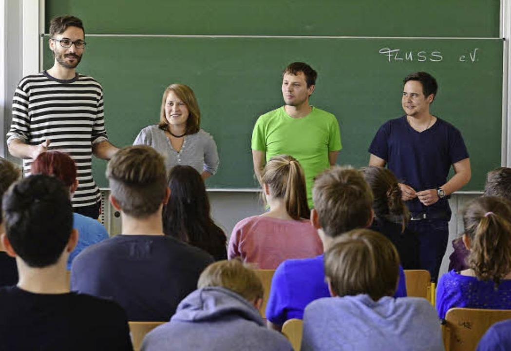 """""""Fluss"""" im Droste-Hülshoff...), Sebastian Vetter (2. von rechts) .     Foto: Schneider"""