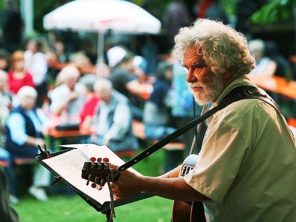 Regionale Musiker wie René Egles spiel...g beim Stadtgartenfest in Herbolzheim.  | Foto: Patrik Müller