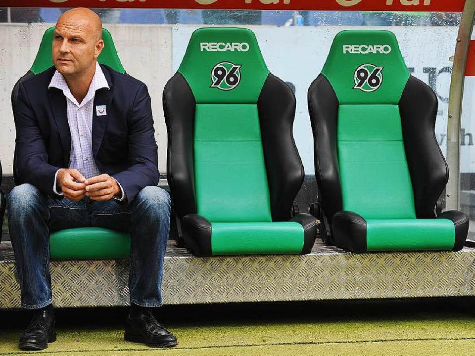 Zukunft ungewiss: Hannovers Sportdirektor Dirk Dufner   | Foto: dpa