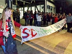 So haben Fans in der Nacht den SC Freiburg empfangen