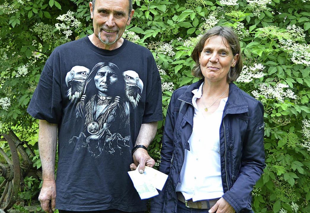 Annette Windhausen freut sich über die...n in heimischen Gärten zu Gute kommt.   | Foto: SENF