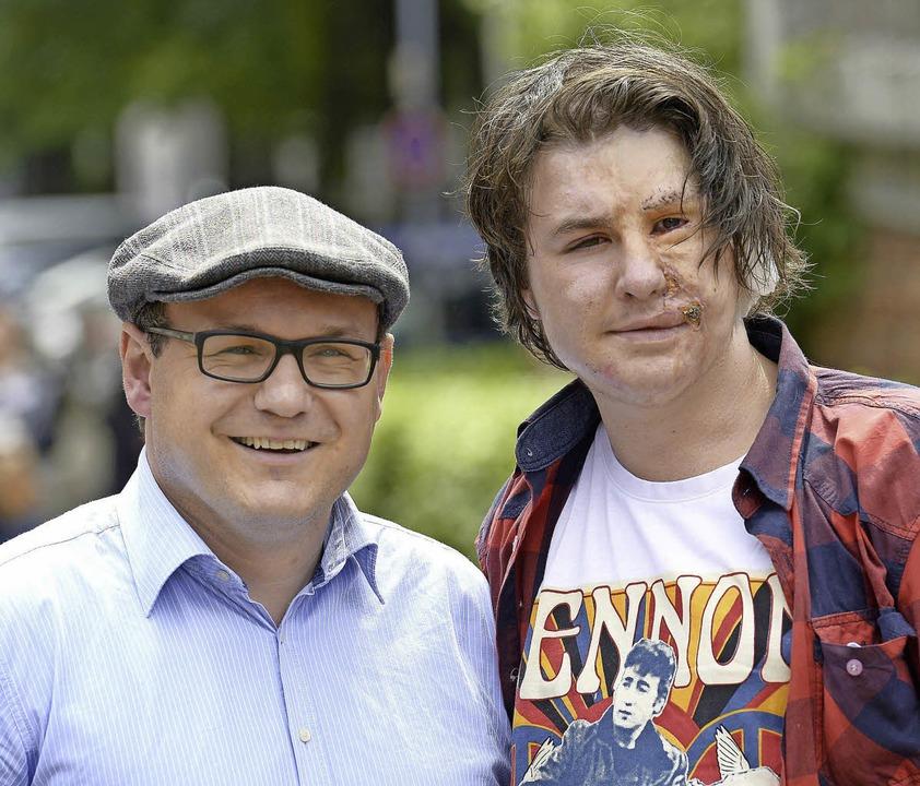 Volker Höhlein (links) unterstützt Artjom Bulakh.     Foto: ingo schneider