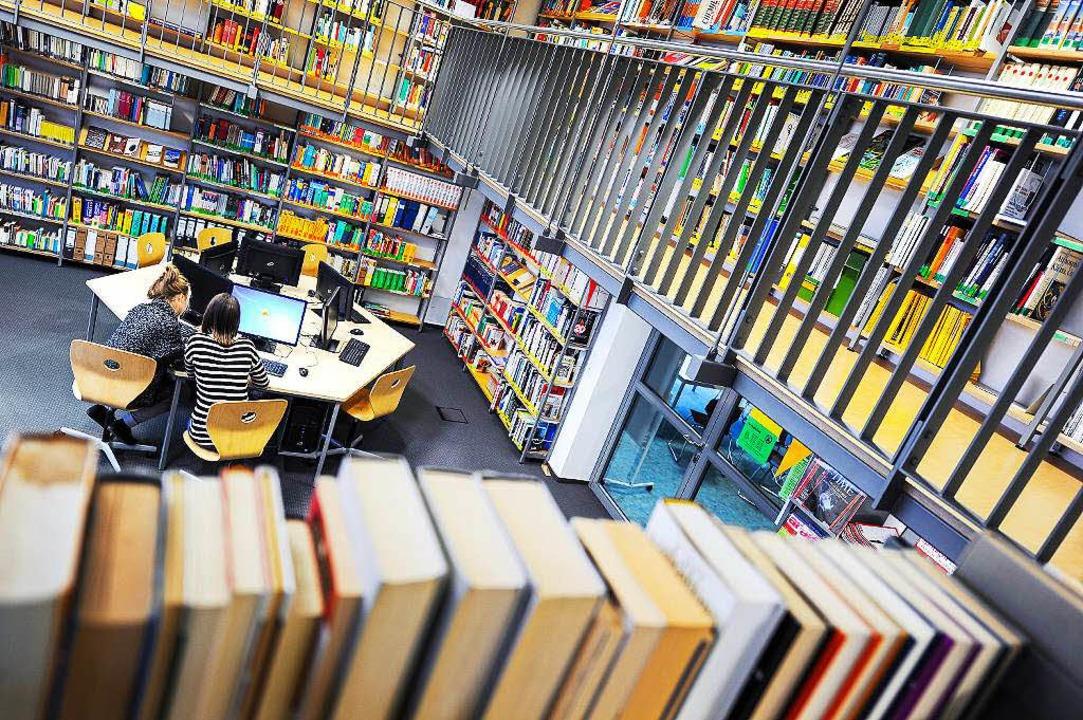 Von der reinen Ausleihstation zum Arbe...n von Bibliotheken hat sich gewandelt.  | Foto: dpa