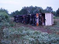 Laster von A5 gest�rzt: Eine Fahrbahn gen S�den ist gesperrt