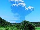 Vulkan in Japan spuckt gewaltige Rauchwolken