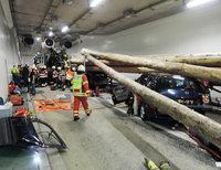 20 Fahrzeuge rauschten im Tunnel ineinander