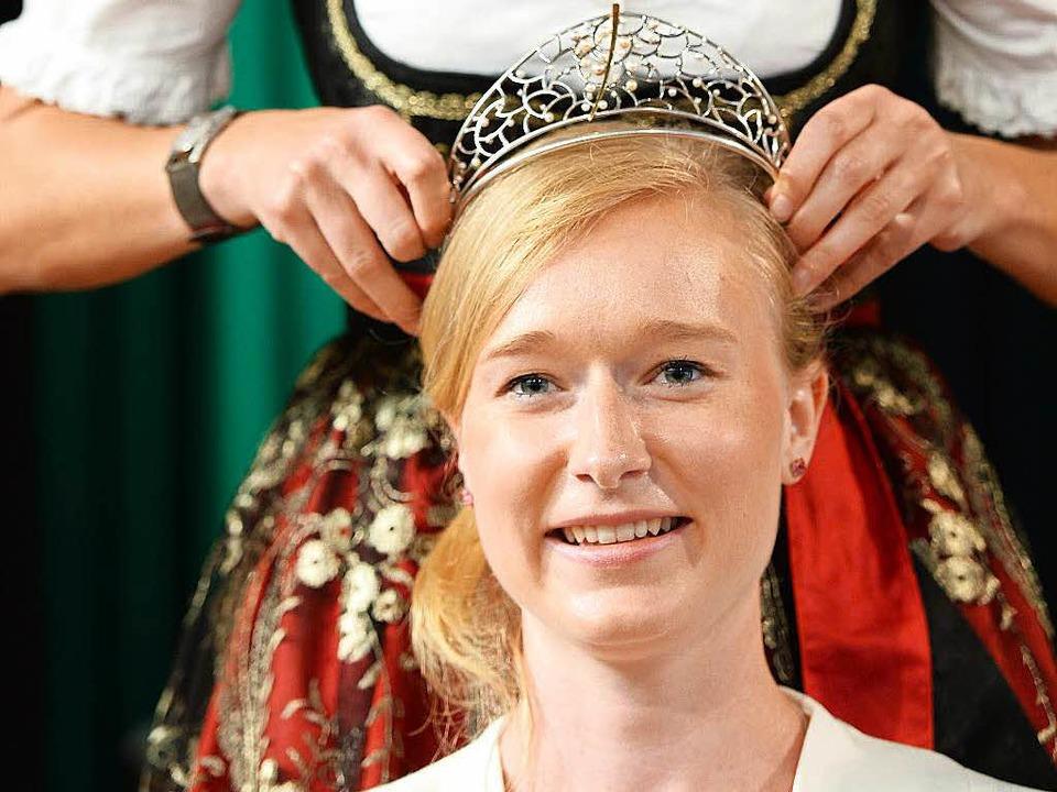 Ein Jahr lang wird Isabella Vetter die Krone der Badischen Weinkönigin tragen.  | Foto: dpa