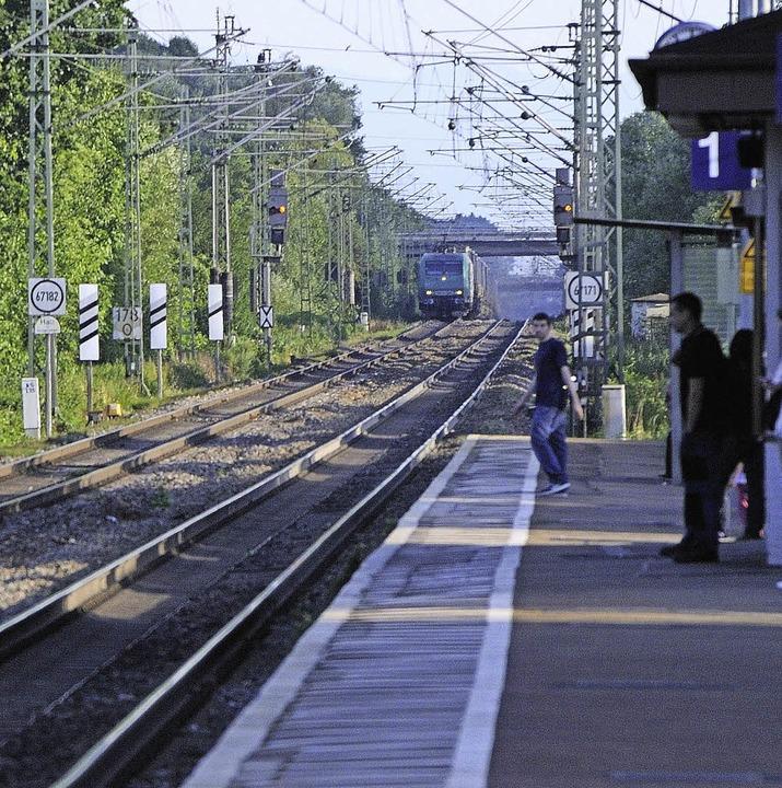 Die Lärmschutzwand entlang der Bahn be...3. und 4. Gleis wohl nicht vor 2035.      Foto: Archivfoto: Gollrad