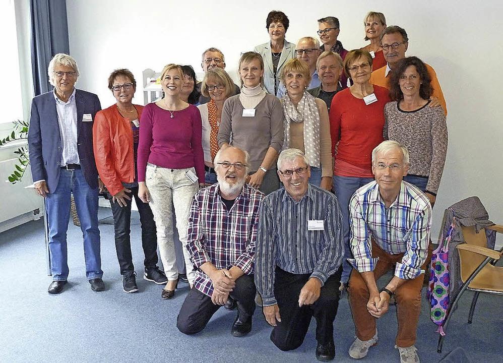 Die ehrenamtlichen Wohnberater mit Sch...nten sowie Mitarbeitern des i-Punkts.   | Foto: ZVG