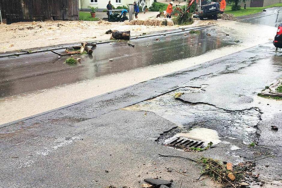 Überschwemmung in Boll (Foto: Privat)