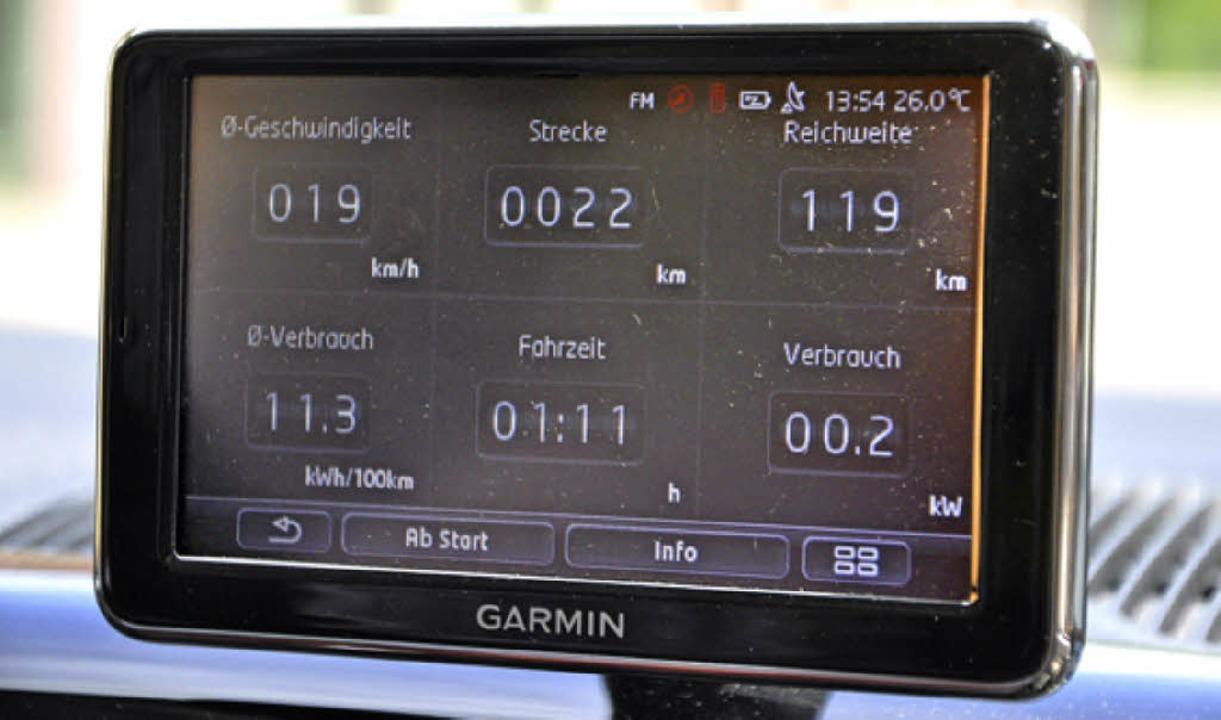 Der Bildschirm im VW e-up gibt jede Menge Informationen.    Foto: Rainer Ruther