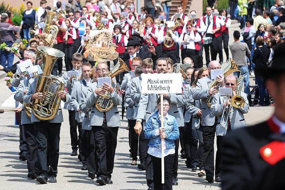 Trachtenumzug in Schweighausen zum 125-jährigen Bestehen des Musikvereins (Foto: WOLFGANG KUENSTLE               )