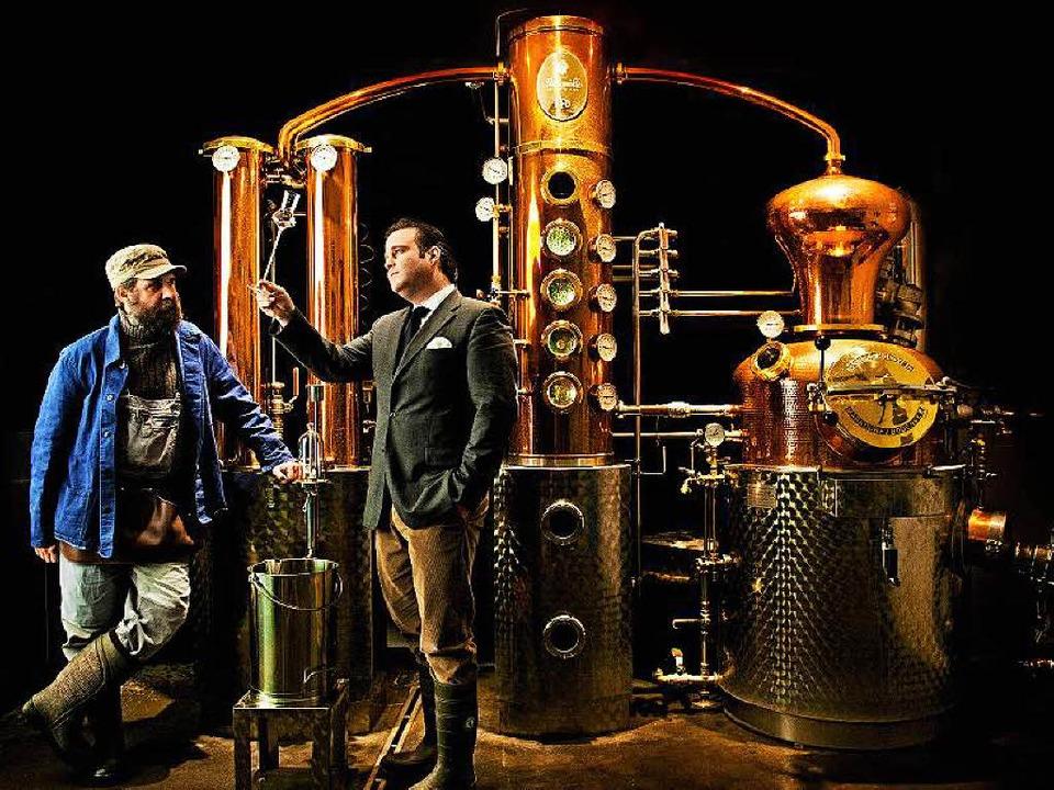 Brenner Christoph Keller (links) und G...er Stein haben mit ihrem Gin  Erfolg.   | Foto: Monkey 47