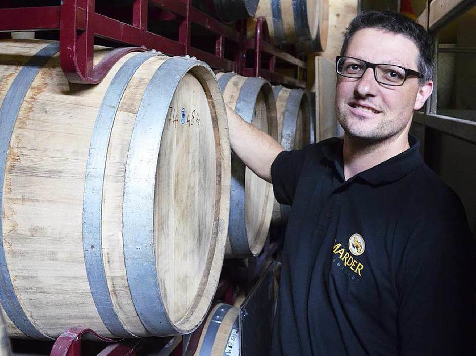 Die Whiskyfässer sind Stefan Marders größter Schatz.  | Foto: Felix Held