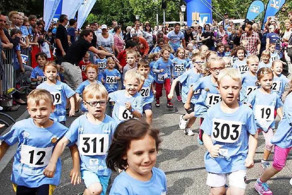 Mehr als 300 Kinder und Jugendliche gingen beim Sonnwendlauf in Seelbach an der Start (Foto: Heidi Foessel)