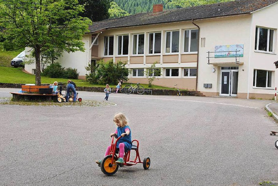 Ein quicklebendiges Dorf, das Schule macht, ist Weitenau. Ortsvorsteherin Freya Bachmann findet vor allem den Zusammenhalt der rund 550 Einwohner typisch für Weitenau. (Foto: Robert Bergmann)