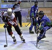 Auf Inline-Skates durch die Eishalle