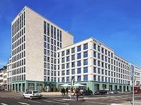 Der Grundstein f�r Freiburgs gr��tes Hotel ist gelegt