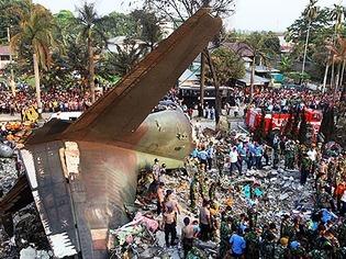 Viele Tote bei Flugzeugabsturz in Indonesien