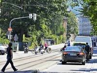 Kronenbr�cke: Autofahrer weichen auf Anliegerstra�e aus
