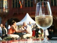 In Freiburg findet das Weinfest auf dem M�nsterplatz statt