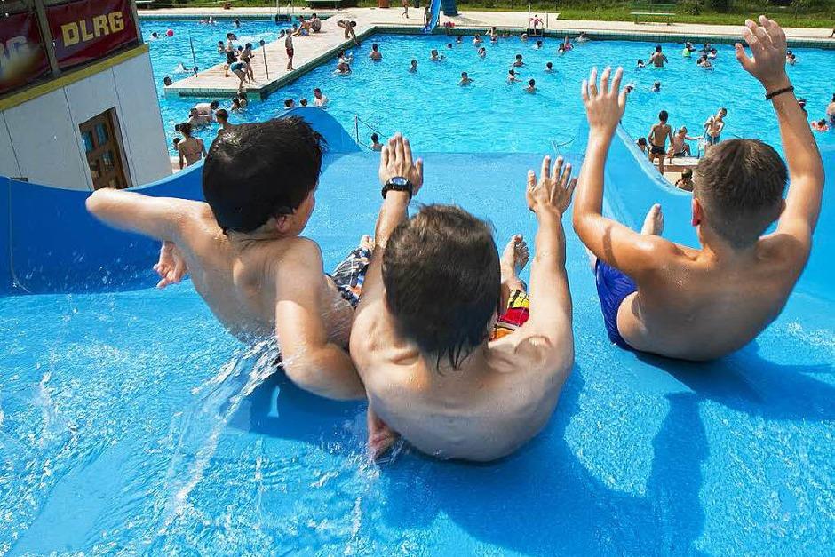 Auf der Rutschbahn im Elzacher Schwimmbad. (Foto: Daniel Fleig)