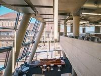 Der erste Gang durch die neue Unibibliothek  im Zeitraffer