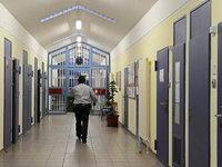Hungertod eines Häftlings: Nun wird die Ärztin angeklagt