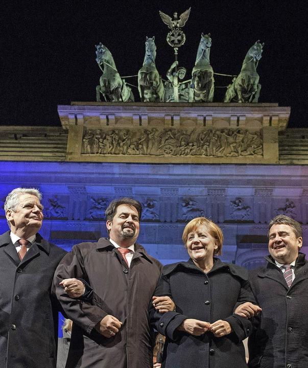 Schulterschluss gegen  islamistischen ...n  Merkel und SPD-Chef  Gabriel unter.  | Foto: dpa