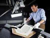Wie historische Schriften in die virtuelle Bibliothek der UB gelangen