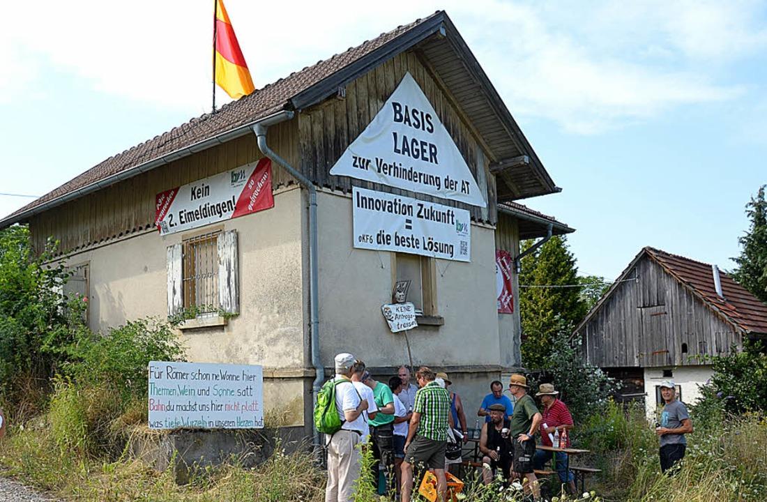 Künftig gibt es Bahnwachen im  besetzt...er für die Durchsetzung der Tieflage.     Foto: Sigrid Umiger