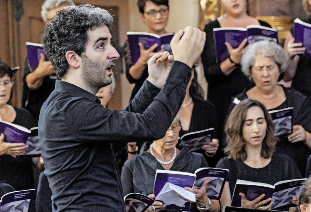 Chorleiter Bernhard Schmidt  | Foto: Olaf Michel (Bilder-Michel.de)
