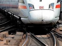 Tausende Bahnreisende sitzen erneut fest - keine klare Ansage